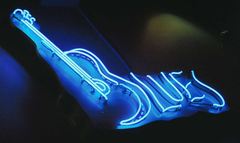 Criança com menos de dois anos canta Blues, uma fofura