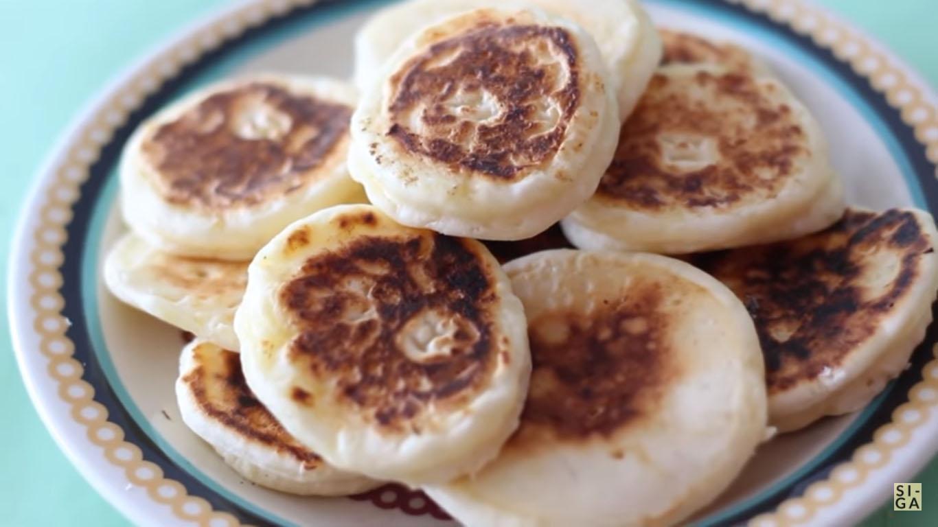 Café da manhã rápido e gostoso com pão de queijo de frigideira