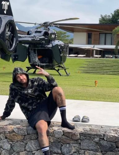 Neymar publica foto ostentando luxo, helicóptero e mansão de 28 milhões
