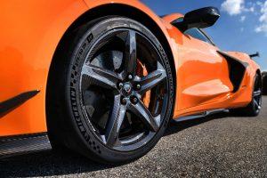 Chevrolet Corvette Z06 estreia com V8 aspirado de 680 cv